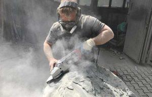 Arbeit am Stein mit der Flex