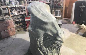 Naturstein Skulptur Seeschlange