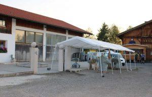Steinbildhauersymposium angefangene Steinskulptur