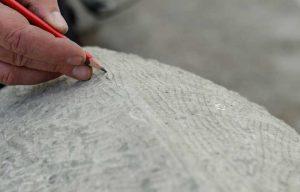 Anzeichnen am Naturstein, wo was weggearbeitet wird