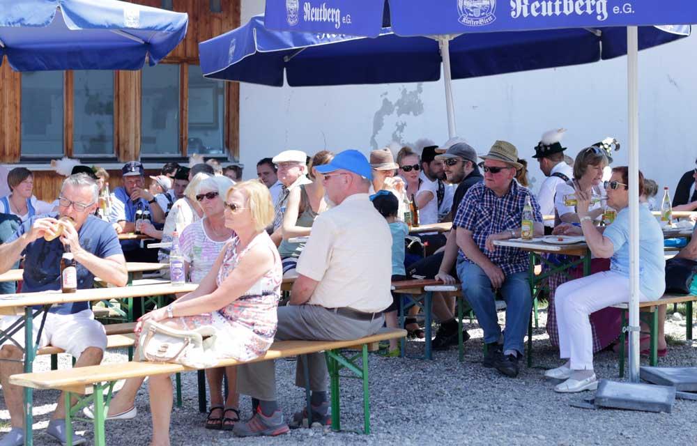Besucher beim Steinbildhauersymposium