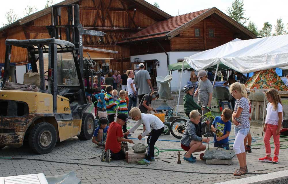Kinder als Bildhauer