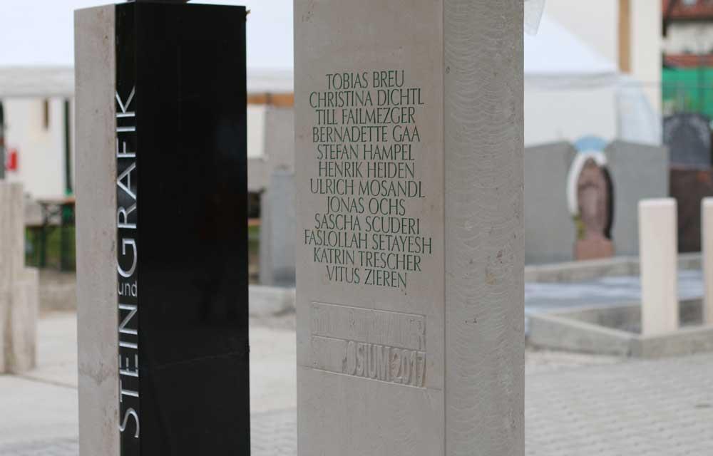 Schrift in Stein gehauen