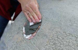 Christina verfugt das Mosaik