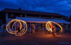 Seeschlange und Jonglieren mit Feuer